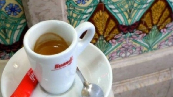 Ở Bồ Đào Nha, 1 đô la bạn có thể thưởng thức được một tách espresso.