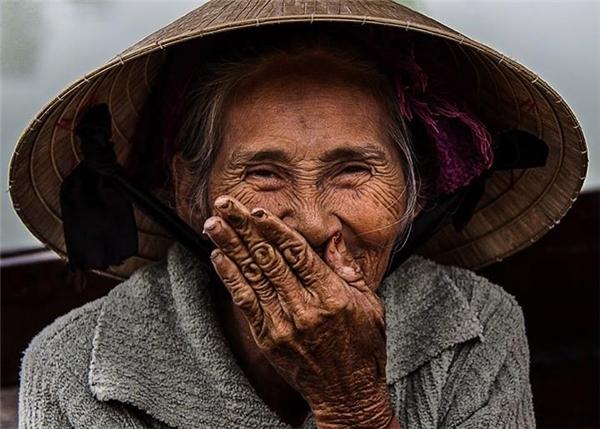 Nụ cười hồn hậu của một cụ bà. (Ảnh:Réhahn)