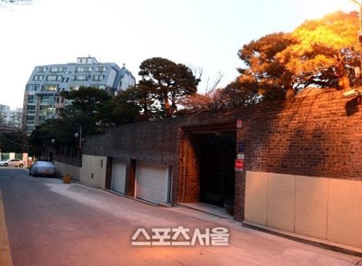 Hình ảnh căn biệt thự người đẹp họ Song mới tậu thêm