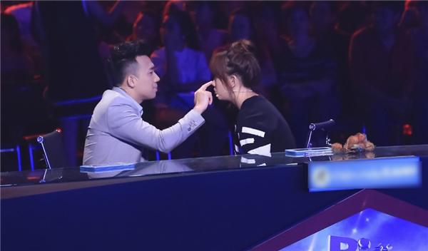 Hành động đáng yêu của Trấn Thành dành cho bạn gái - Tin sao Viet - Tin tuc sao Viet - Scandal sao Viet - Tin tuc cua Sao - Tin cua Sao