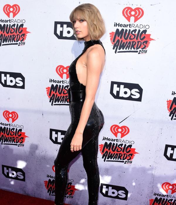 Taylor Swift từng sở hữu vòng 3 lép kẹp, thân hình gầy gò, nhờ chăm chỉ tập thể hình mà cô đã có được vòng 3 nở nang hơn, thân hình cũng săn chắc, có cơ bắp đẹp hơn