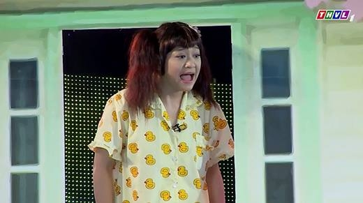 """Việt Hương khóc trên ghế nóng vì """"bỏ bê""""  con gái để chạy show kiếm tiền"""