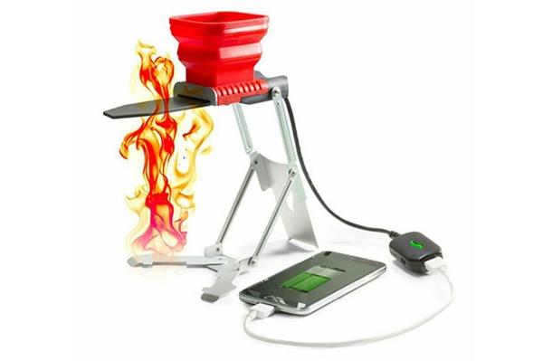 Bộ sạc độc đáo FlameStower USB Fire Charger dùng lửa để sạc pin cho iPhone.
