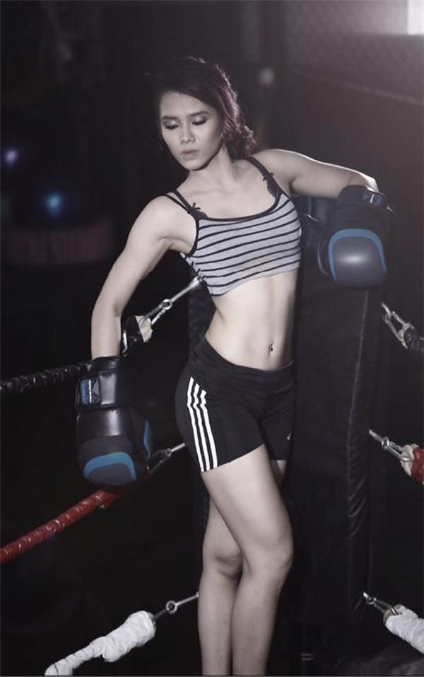 Do ngại đông người, Nhật Anh thường chỉ tập tại nhà mà không đến phòng gym. Cô tập trung vào các bài cardio cường độ cao để đốt mỡ.