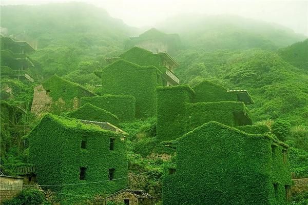 Ngỡ ngàng cảnh đẹp thơ mộng của 15 ngôi làng cổ tích