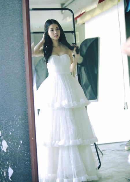 Hình ảnh mặc váy cưới của Kỳ Hân nhận được nhiều bình luận và yêu thích của cư dân mạng. - Tin sao Viet - Tin tuc sao Viet - Scandal sao Viet - Tin tuc cua Sao - Tin cua Sao