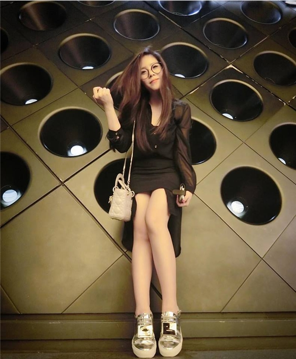 """Những """"bộ cánh"""" của cô nàng rất đắt tiền và thuộc các dòng thời trang nổi tiếng trên thế giới. - Tin sao Viet - Tin tuc sao Viet - Scandal sao Viet - Tin tuc cua Sao - Tin cua Sao"""