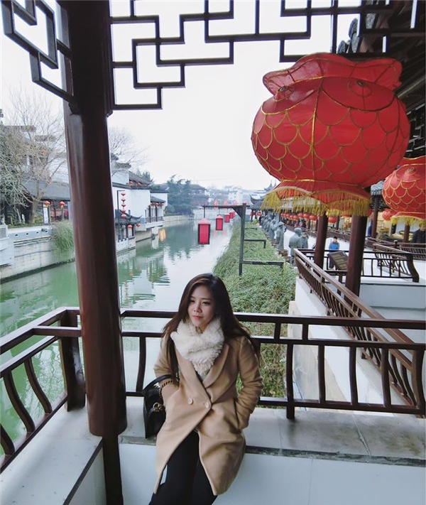 Bên cạnh đó, cô nàng còn thích đidu lịch nhiều nơiđể tận hưởng cuộc sống. - Tin sao Viet - Tin tuc sao Viet - Scandal sao Viet - Tin tuc cua Sao - Tin cua Sao