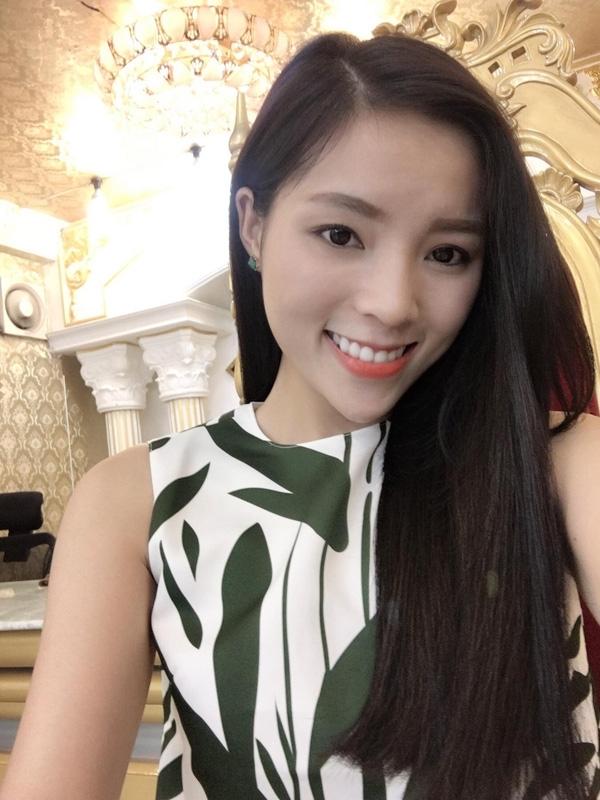 Được biết, viện thẩm mĩ này chính là một trong những đơn vị tư vấn cho cuộc thi Hoa hậu Việt Nam 2014. Sau khi đăng quang, Hoa hậu sẽ được hưởng những dịch vụ chăm sóc sắc đẹp tại nơi đây. Như vậy, với những chứng cứ này, khán giả càng tin tưởng vào phán đoán của họ.