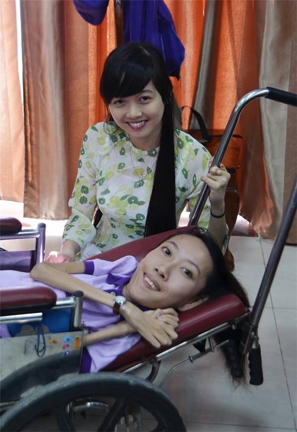 Thúy An cònlà chủ nhiệm câu lạc bộ khuyết tật trực thuộc Hội sinh viên trường. (Ảnh: NVCC)