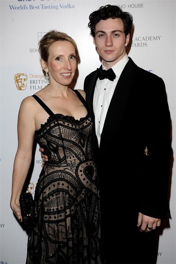Già và xấu thì sao, cô ấy vẫn là vợ của người đàn ông đẹp trai nhất nhì thế giới