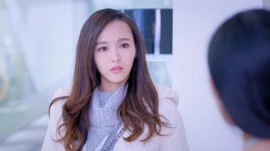 Diễn xuất kém ấn tượng trong Người Tình Kim Cương khiến cô bị ném đá thậm tệ