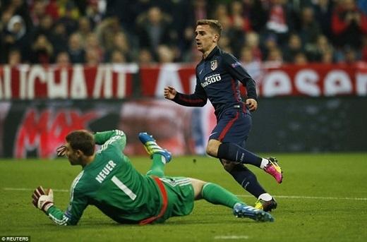 Bayern Munich bị loại bởi luật bàn thắng trên sân khách. Sau hai lượt trận, Bayern hòa Atletico 2-2, nhưng Atletico đi tiếp nhờ có bàn thắng trên sân Allianz Arena. Ảnh: Reuters.