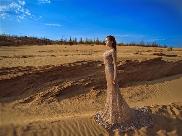 Cô cũng được nhà thiết kế nổi tiếng lựa chọn là đại sứ cho show thời trang Langage Des Fleurs - Ngôn ngữ Hoa, sẽ diễn ra vào ngày 25/5 tại TP.HCM. - Tin sao Viet - Tin tuc sao Viet - Scandal sao Viet - Tin tuc cua Sao - Tin cua Sao