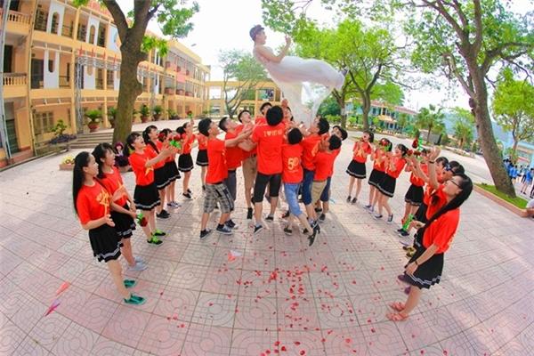 """Màn tung hứng """"nữ chính"""" vui nhộn của các teen Bắc Giang."""