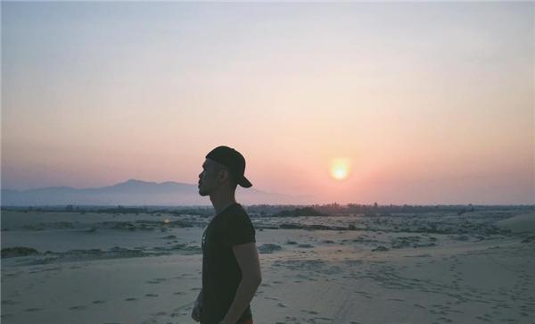 Cồn cát Quang Phúkhi hoàng hôn buông. Liệu được ở đây lúc này bạn có muốn quay về?(Ảnh: FBNV)
