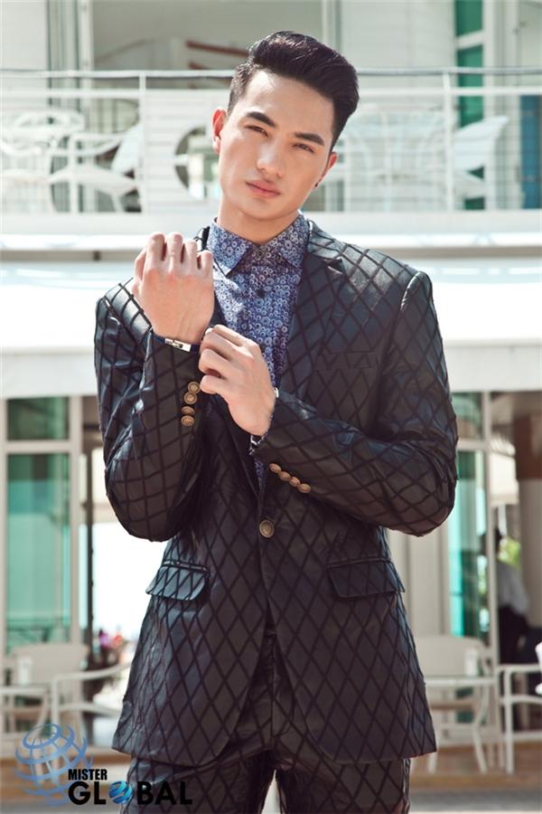 Trước khi tham dự Mister Global 2015, Nguyễn Văn Sơn từng giành 15 huy chương vàng tại các cuộc thi thể thao trong nước và khu vực châu Á.