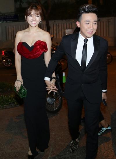 Hari Won và Trấn Thành tay trong tay đến dự sự kiện ra mắt bộ phim Bệnh viện ma tại thành phố Hồ Chí Minh. - Tin sao Viet - Tin tuc sao Viet - Scandal sao Viet - Tin tuc cua Sao - Tin cua Sao