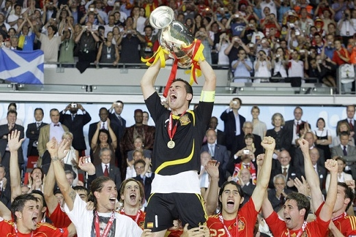 Casillas là huyền thoại sống của Real Madrid cũng như ĐT Tây Ban Nha.