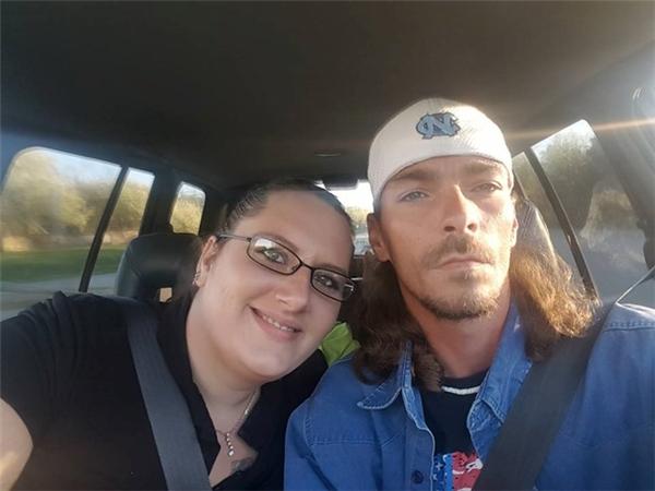 Vợ chồng Libby và Matt. (Ảnh Facebook nhân vật)