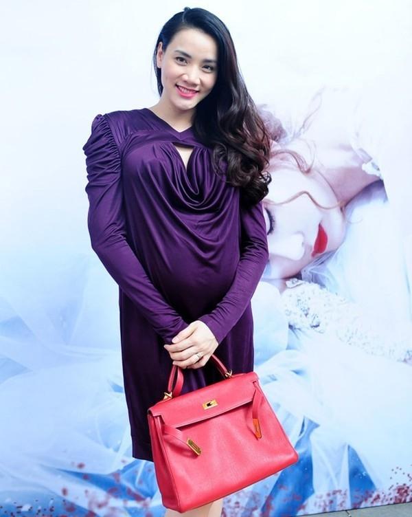 Hai chiếc túi Hermes có giá vài trăm triệu đã bị Thủy Tiên, Trang Nhung kết hợp không ăn khớp với trang phục.