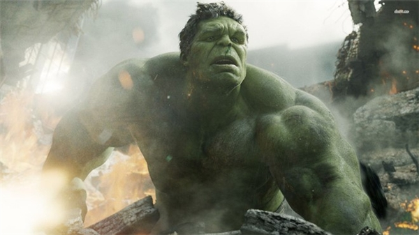 Hulk đang ở đâu?: Sau khi hối hận bởi không thể kiểm soát bản thân, Người Khổng lồ Xanh rời bỏ nhóm Avengers ở đoạn kết Avengers: Age of Ultron (2015). Khi tướng Ross trình chiếu đoạn băng ghi lại thảm họa do nhóm siêu anh hùng gây ra tại New York, hình ảnh hiện lên chính là khi Hulk đang đập phá hàng loạt tòa nhà cao tầng. Ông chất vấn Captain America về hai cá nhân trong nhóm là Thor và Hulk. Theo tiết lộ của nhà sản xuất, họ sẽ cùng nhau xuất hiện ở tập phim Thor: Ragnarok, dự kiến ra mắt tháng 11/2017.