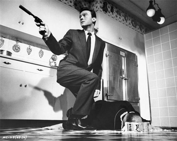 The Manchurian Candidate: Đó là biệt danh Tony Stark dùng để gọi Bucky Barnes ngay trước khi anh biết sự thật rằng Winter Soldier chính là người đã sát hại cha mẹ mình. The Manchurian Candidate là tên bộ phim nổi tiếng năm 1962 và từng được làm lại vào năm 2004. Chuyện phim kể về các binh lính Mỹ bị Liên Xô bắt cóc, tẩy não và biến thành sát thủ chuyên nghiệp.