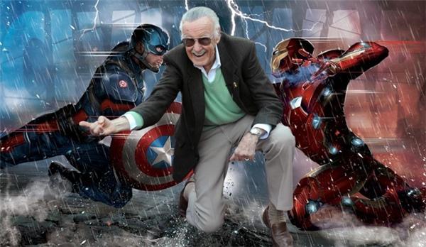 """Các vai diễn khách mời: Như th ường lệ, Stan Lee - """"cha đẻ"""" của dòng truyện tranh Marvel, lại góp mặt với hình ảnh hài hước trong vài giây ngắn ngủi. Lần này, ông sắm vai một nhân viên FedEx đọc nhầm họ của Iron Man từ Stark thành """"Stank"""" (hôi hám). Trong khi đó, danh hài Jim Rash xuất hiện lâu hơn một chút trong vai một giảng viên MIT, người làm phiền Tony Stark với câu hỏi liệu chàng tỷ phú có cam kết tài trợ cho tất cả sinh viên lẫn nhân viên MIT hay không. Cuối cùng, Joe Russo, một trong hai đạo diễn của Civil War, chính là xác chết có râu nằm trong bồn tắm ở gần cuối phim."""
