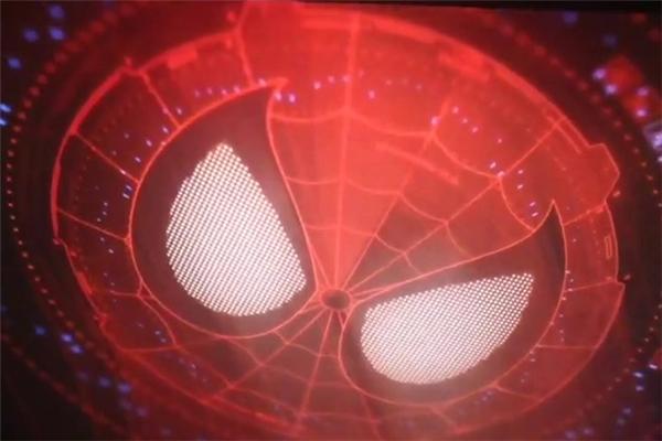 Các đoạn phim mid và after-credits: Trái với dự đoán của nhiều người, hai đoạn phim ngắn sau khi Civil War khép lại không có sự xuất hiện của thầy phù thủy tối thượng Doctor Strange. Thay vào đó, người xem được thấy quốc gia hư cấu Wakanda của vua T'Challa/Black Panther khi Captain America đưa Winter Soldier đến đây để ngủ đông và chữa trị; cũng như đoạn phim tiết lộ rằng Spider-Man đã nhận được chiếc máy bắn tơ từ Tony Stark. Lần lượt Spider-Man: Homecoming và Black Panther sẽ ra mắt khán giả vào các năm 2017 và 2018.