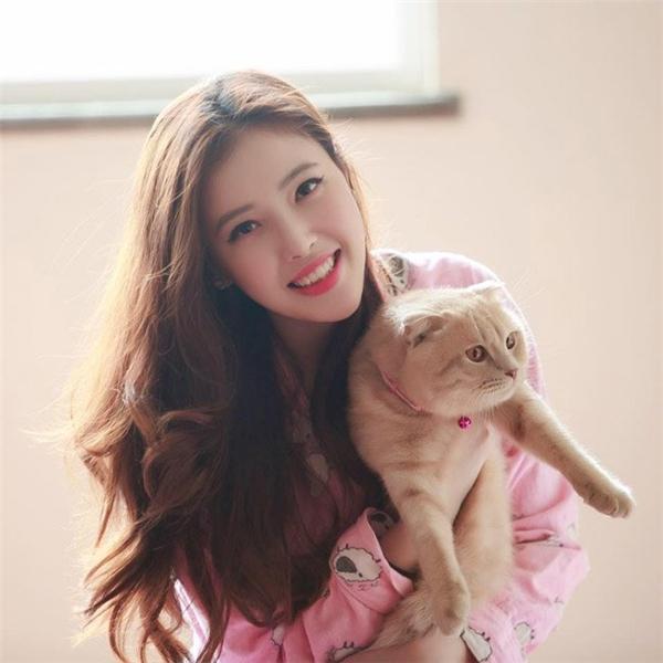 Ngọc Phượng sinh năm 1993 là sinh viên trường ĐH Columbia, Canada.