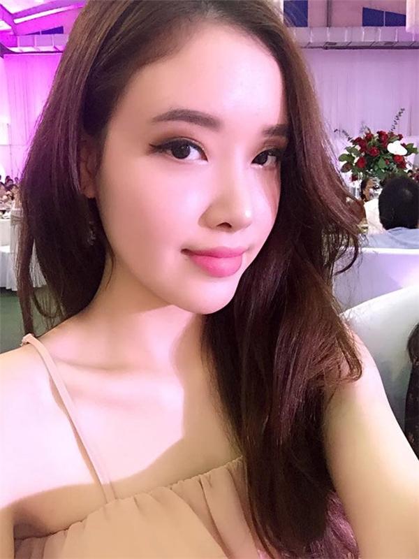 Tuy nhiên, càng ngày em gái Hoa hậu càng xinh đẹp và quyến rũ hơn.