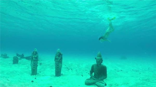 Các du khách lặn biển có thể thoải mái chiêm ngưỡng những bức tượng tinh tế dưới biển. (Ảnh: Internet)