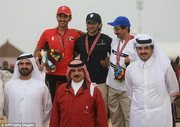 Vị hoàng tử này rất mê đua ngựa và từng đoạt 2 huy chương vàng Á Vận Hội năm 2006.