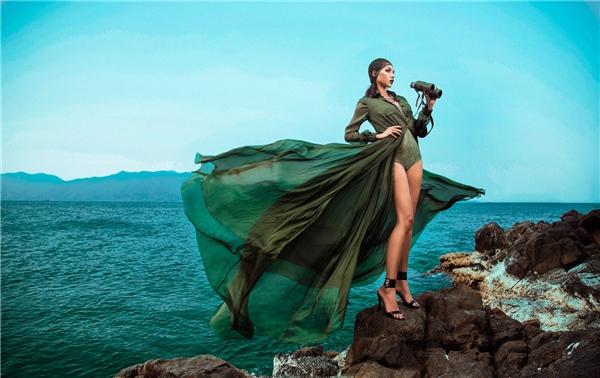 Minh Triệu hòa tấu sắc xanh quân đội hot nhất mùa hè năm nay