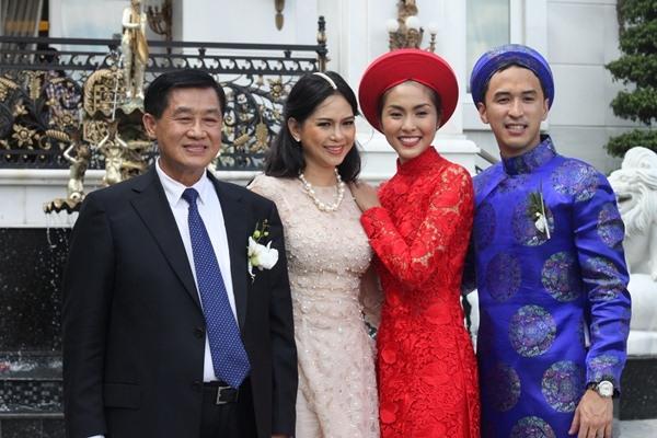 Sau khi kết hôn, Hà Tăng ít tham gia nghệ thuật mà lui về phía sau hậu trường. Cô dành phần lớn thời gian để tập trung cho công việc kinh doanh và chăm sóc gia đình. - Tin sao Viet - Tin tuc sao Viet - Scandal sao Viet - Tin tuc cua Sao - Tin cua Sao