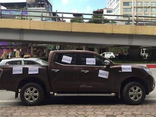 Cảnh cáo những người đỗ xe ô tô bừa bãi là phải thế này!