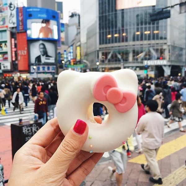 """Chiếc donut """"Hello Kitty"""" siêu xinh rất đặc trưng của Nhật Bản"""