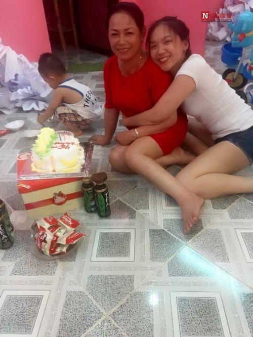 Những khoảnh khắc hạnh phúc bên mẹ.