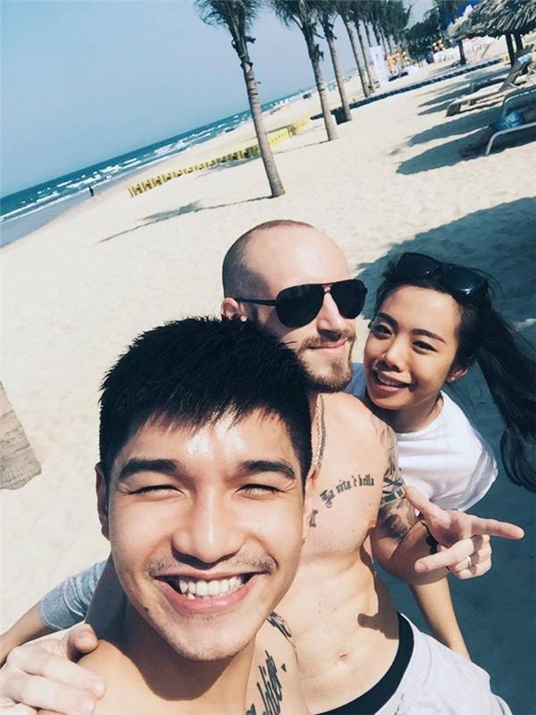 Cường Seven cười tít mắt khi đi tránh nóng tại Đà Nẵng. - Tin sao Viet - Tin tuc sao Viet - Scandal sao Viet - Tin tuc cua Sao - Tin cua Sao