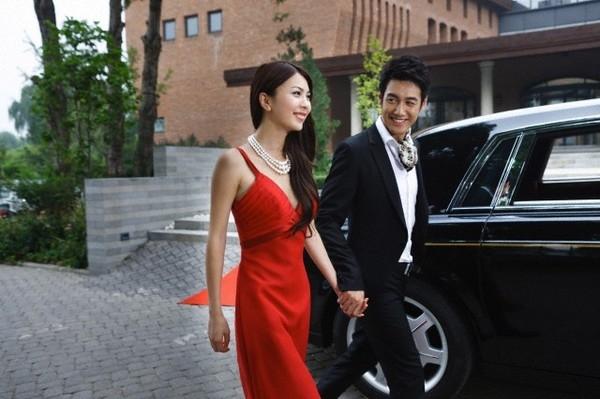Ở bên người đàn ông giàu có, địa vị xã hội của phụ nữ cũng được nâng lên (Ảnh minh họa).