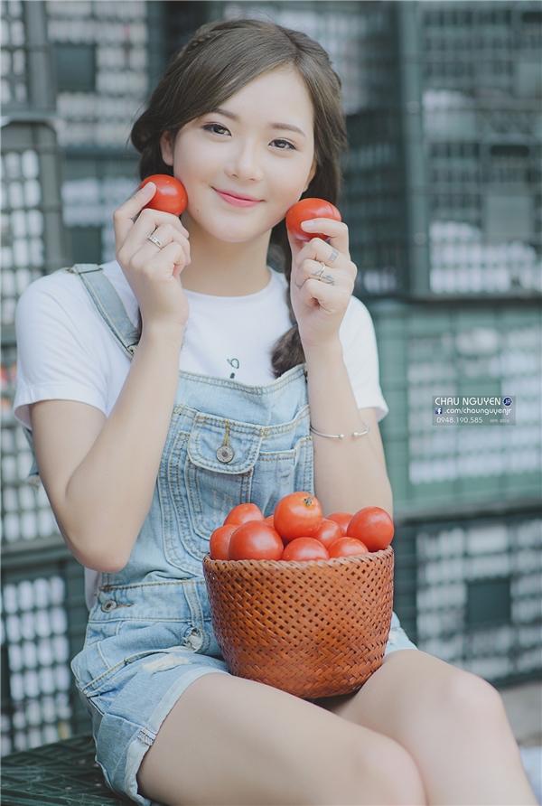 Cô gái bán cà chua siêu ngọt ngào này đang làm dân mạng đảo điên