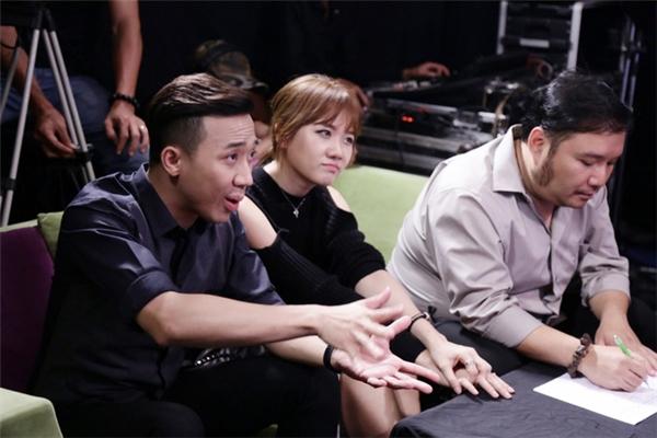 """Cộng đồng mạng """"cật lực"""" phản đối Hari Won ngồi ghế nóng"""