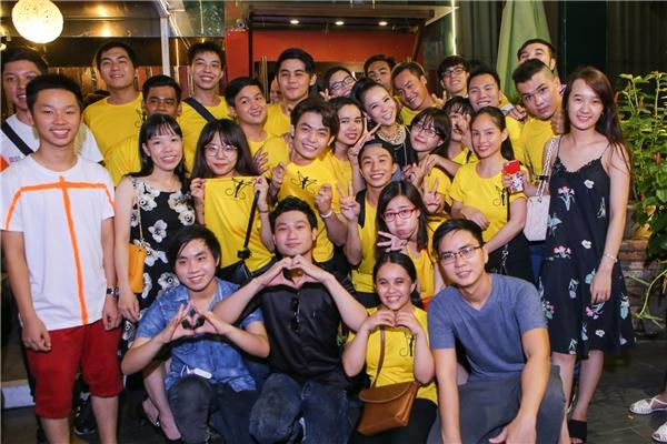 Khá nhiều thành viên trong fanclubcủa Thu Minh cũng đến thưởng thức buổi biểu diễn. - Tin sao Viet - Tin tuc sao Viet - Scandal sao Viet - Tin tuc cua Sao - Tin cua Sao