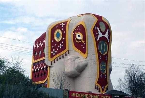 Đây là tượng hay là nhà vậy?