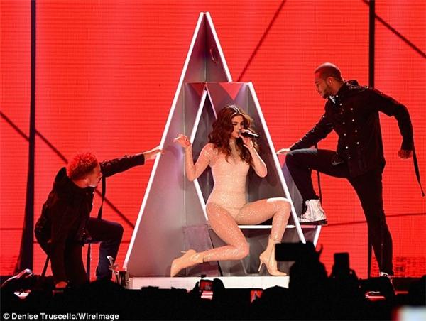 Selena Gomez khi khởi động tour diễn Revival ở Las Vegas
