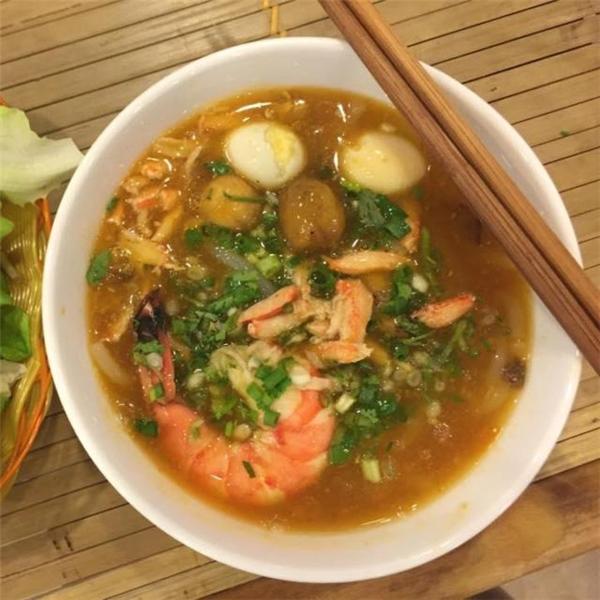 """Ghé phố Quang Trung, đừng bỏ qua những quán ăn """"đầy mê hoặc"""" này!"""