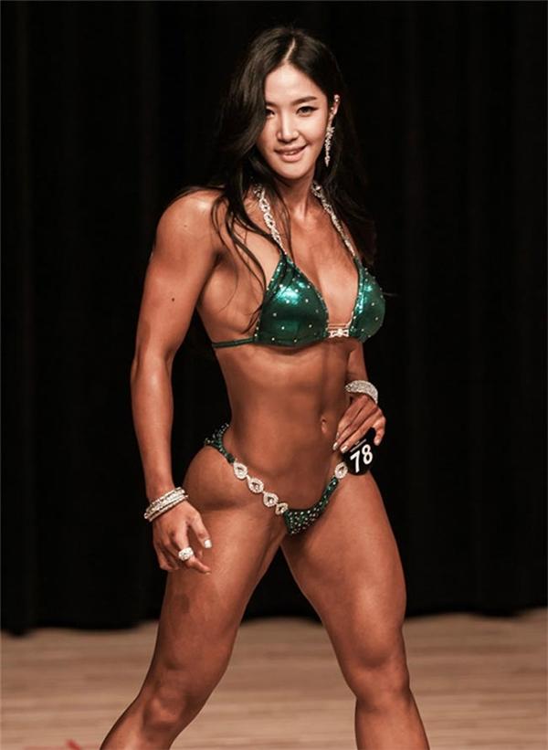 Lee Yerin luôn gây sự chú ý bởi thân hình cơ bắp, lực lưỡng.