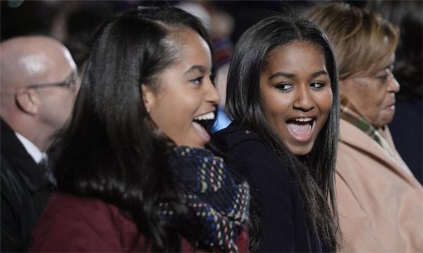 Cuộc sống giản dị đầy kinh ngạc của 2 nàng công chúa nhà Obama