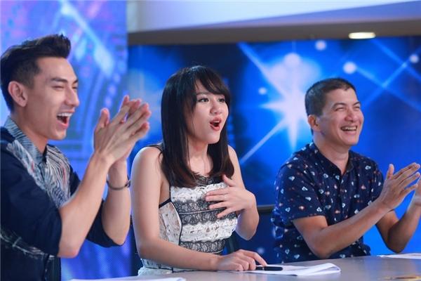 Phút hào hứng của cả ba khi được thưởng thức mộtphần trình diễn tuyệt vời. - Tin sao Viet - Tin tuc sao Viet - Scandal sao Viet - Tin tuc cua Sao - Tin cua Sao