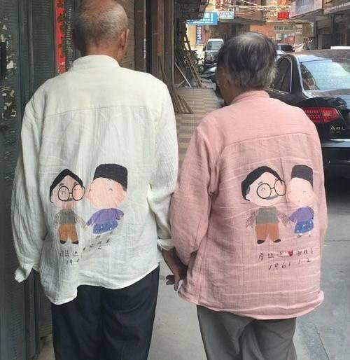 Bức ảnh gây sốt trên mạng về tình yêu của hai cụ.